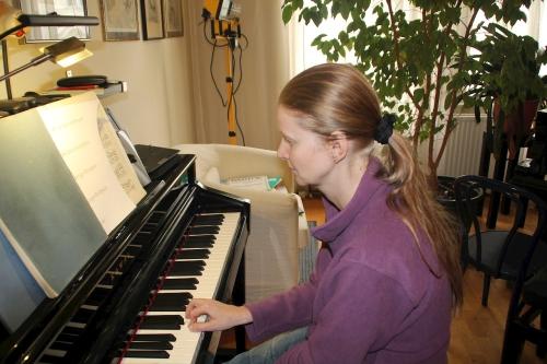 Claudia Schmidt übt Klavier!